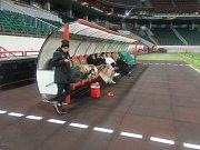 První tréninkovou jednotku v dějišti utkání absolvovali ševci ve středu večer.