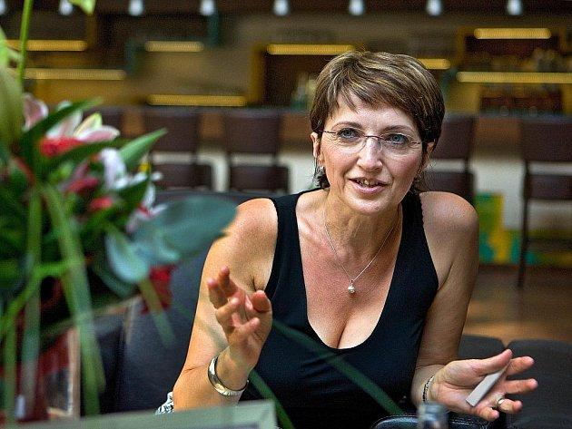 Poslankyně a bývalá starostka Vizovic Alena Hanáková zvítězila v ankěte Deníku Žena regionu 2011.
