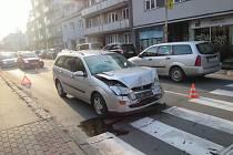 Nehoda dvou osobních automobilů ve Zlíně si vyžádala zranění dvou nezletilých osob
