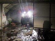Požářiště v Trnavě hlídaly až do středečního rána dvě jednotky hasičů.