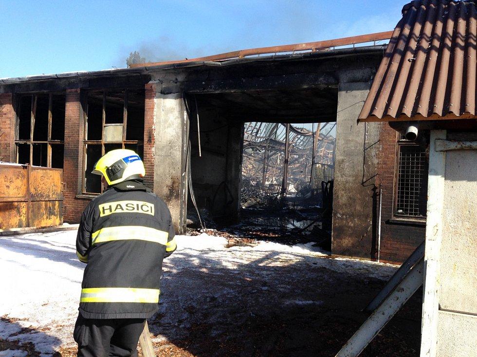 Masivní požár v areálu Toma Otrokovice