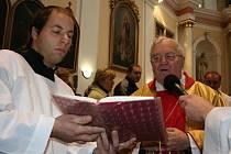 Napajedelský kostel zdobí nové varhany z dílny Václava Smolky z Krnova. Posvětit je přijel 22. listopadu světící biskup olomoucký Josef Hrdlička.