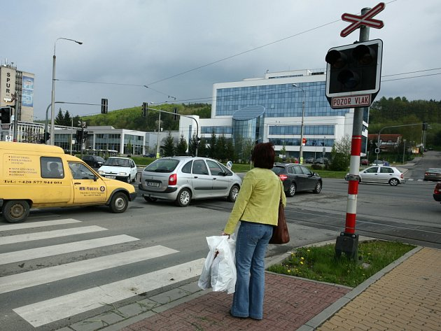 Na železničním přejezdu ve Zlíně - Loukách u Terna došlo už k několika smrtelným nehodám.