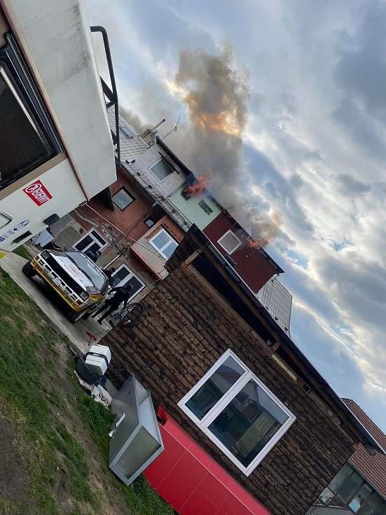 Požár zničil podkrovní byt v Malenovicích