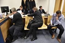 Petr Bor, Zdeněk Kolínek a Ladislav Smolík - Okresní soud ve Zlíně začal 17. dubna 2019 projednávat případ tří celníků, kteří podle obžaloby nedbale dohlíželi na denaturaci lihu ve společnosti Morávia-Chem 2011.
