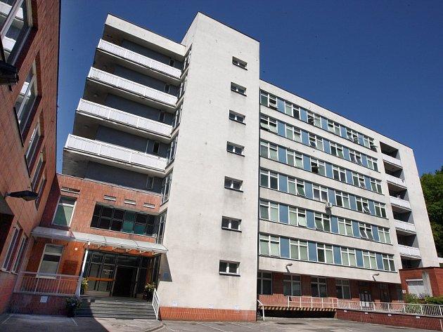Krajská Baťova nemocnice vloni skončila v minusu téměř 110 milionů korun.