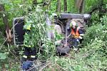 Řidička po nehodě nemohla ven z auta