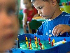 Do nové mateřské školky v Otrokovicích v pondělí 3. října poprvé zamířilo několik desítek dětí.