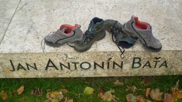 Baťův pomník a boty