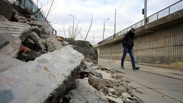 Pozemek po demolici budovy Ekoferm na autobusovém nádraží ve Zlíně.