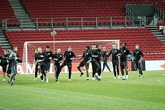 S fotbalisty Zlína absolvoval na stadionu v Kodani předzápasový trénink taký levý obránce Daniel Holzer.