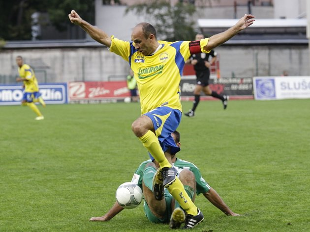 Tomáš Polách (ve žlutém).