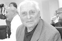 Radomír Matulík je pamětníkem okupace i osvobození Zlína. Narodil se v roce 1926 ve Zlíně. Na začátku války právě končil měšťanskou školu. Jako dítě zažil šok, když se z oblíbených učitelů ze zlínské měšťanky stali němečtí okupanti.