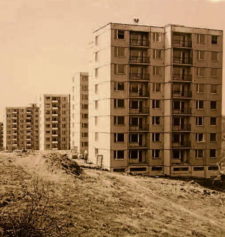 Rok 1988. Pokračování výstavby II. etapy sídliště Jižní Svahy, Valachův žleb.