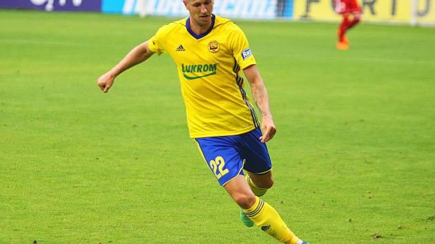 Fotbalisté Zlína (ve žlutých dresech) před reprezentační přestávkou přivítali na Letné Příbram.