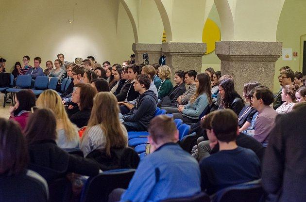 Zasedání Evropského parlamentu mládeže. Ilustrační foto