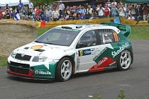 Roman Kresta s vozem Škoda Fabia WRC.