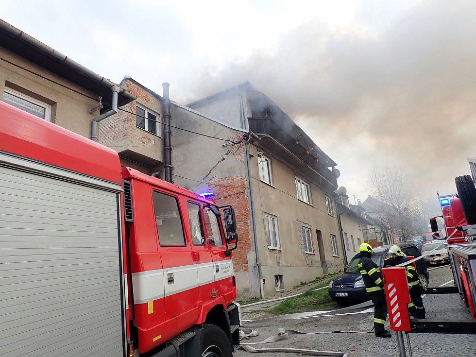 Požár domu ve Zlíně-Malenovicích