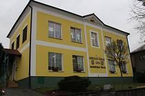 Na levém břehu řeky Dřevnice, v chráněné oblasti Vizovických vrchů, pouhých devět kilometrů od krajského města se nachází obec Lípa. V roce 1990 se jako první odtrhla od Zlína a postavila se na vlastní nohy.