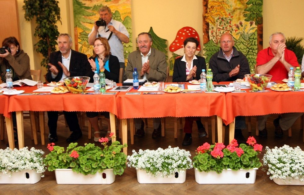 Hodnotící komise ankety Vesnice roku 2013 v Březnici.  Prezentace spolků.