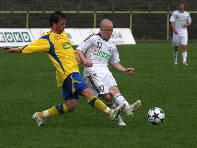 Fotbalisté Karviné (v bílém) zdolali doma v nejlepším utkání sezony Zlín 4:3. Přestřelka a výborný druholigový fotbal v podání obou celků nadchl diváky.