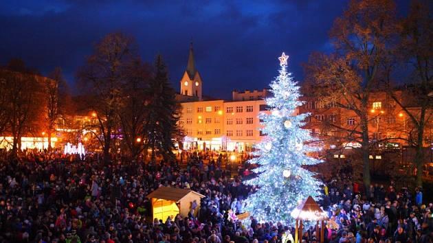 Rozsvícení vánočního stromu na náměstí Míru ve Zlíně.