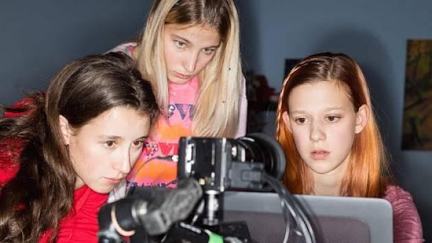 Z filmu V síti: Za školou