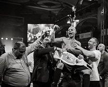 Zlínský boxer David Bauza má za sebou životní zápas. Na konci roku 2017 se stal profesionálním mistrem republiky. Získal pás střední váhy.
