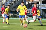 Fotbalisté Zlína B (žluté dresy) ve vloženém 17. kole Fortuna MSFL přivítali na Letné Uherský Brod.