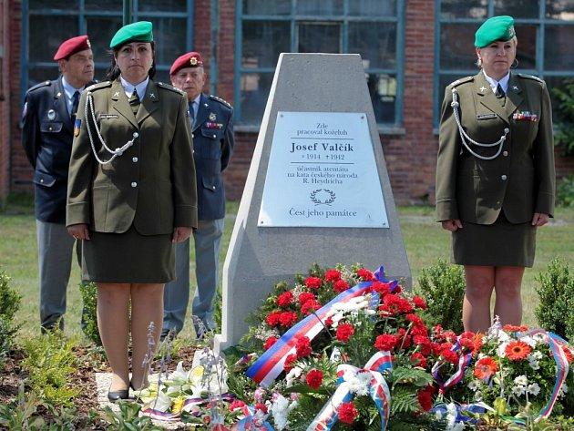 Uctění památky Josefa Valčíka v areálu firmy TOMA v Otrokovicích.
