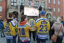 Někteří fanoušci zvolili i mírně netraadiční účesy v barvách zlínského hokejového týmu.