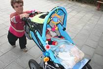 Leona Gajzlerová se svým šestiletým synem.