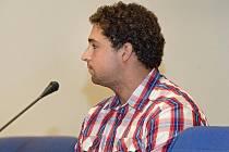 Jakub Juřena obžalovaný z trestného činu těžkého ublížení na zdraví s následkem smrti stanul v pondělí 15. srpna u zlínského krajského soudu.