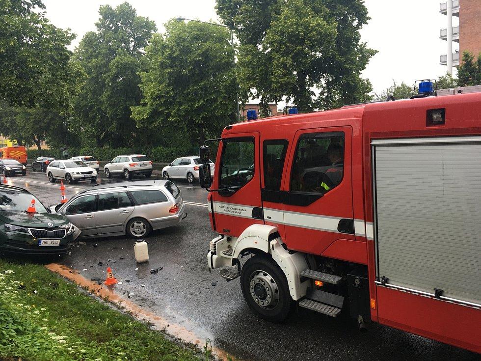 Vážná dopravní nehoda si ve středu ve Zlíně vyžádala pět zraněných.