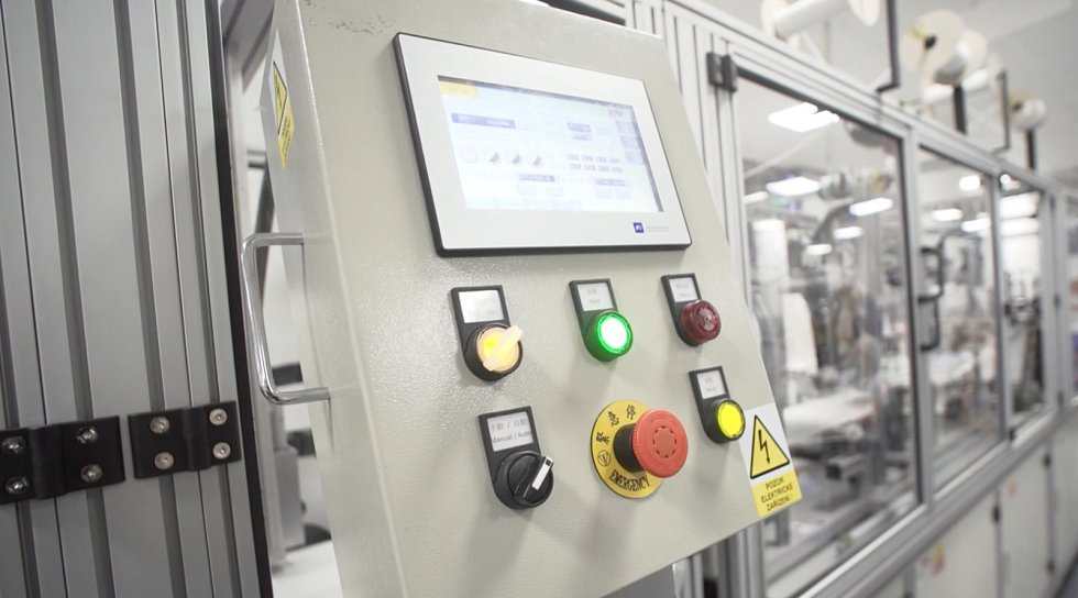 Výrobní linku na respirátory z Tchaj-wanu spustila ve čtvrtek 11. března zlínská společnost SPUR.