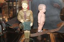 Figurka Baťova skauta se vrátila z Anglie po osmdesáti letech do zlínského muzea