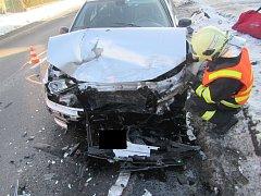 Dvojice aut se v Brumově střetla čelně. Zraněno bylo i dítě