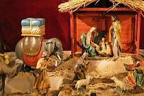 Ježíšek, Panna Maria, svatý Josef, tři králové, velbloud, slon nebo ovečky. Nejen tyto, ale velkou spoustu dalších postav a zvířat, bude možné v nejbližší době zhlédnout v útrobách zámku ve Vizovicích.