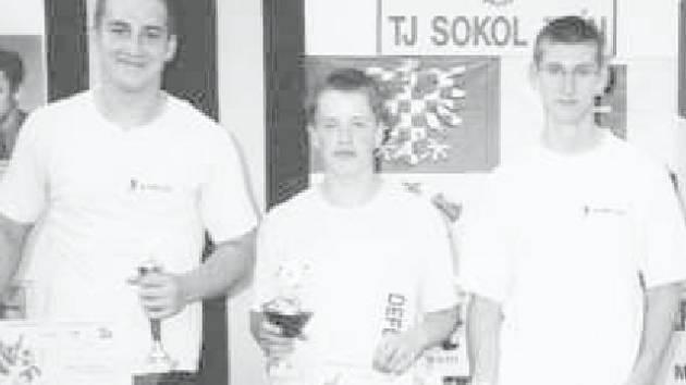 VÍTĚZOVÉ. O prvenství družstva Defendu na Velké ceně Zlínského kraje se zasloužili (zleva) Tomáš Hofbauer, Josef Stuchlík a Michal Pliska.