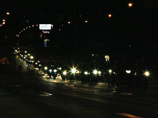 Ve Zlíně se konal už třetí ročník noční projížďky motorek městem.