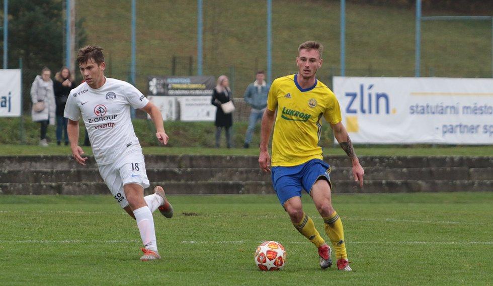 Nedělní derby fotbalistů Zlína a Slovácka v MSFL skončilo výhrou domácího Fastavu 2:1.