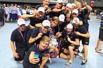 RADOST. Český národní tým juniorských in-line hokejistů na mistrovství světa organizace FIRS slaví bronz.
