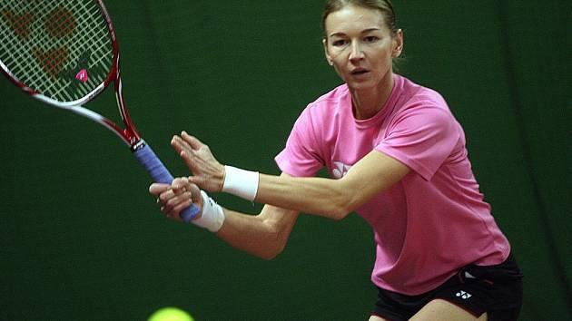Tenistka Renata Voráčová trénuje.