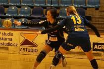Interligové házenkářky Zlína (v modrém) ve 13. kole doma hostily rivala z Olomouce.