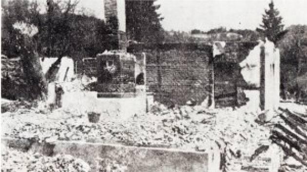 Vypálená chalupa Turýnových, smrt v těchto sutinách nalezlo šest lidí.