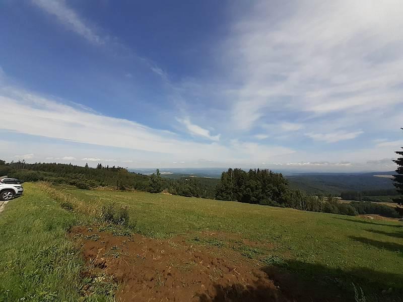 Mikulčin vrch na Uherskobrodsku láká turisty i v létě.