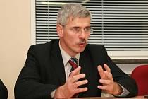 Zdeněk Mikel byl odvolán z funkce předsedy představenstva Krajské nemocnice Tomáše Bati, očekává se, že skončí i ve funkci ředitele zdravotnického zařízení