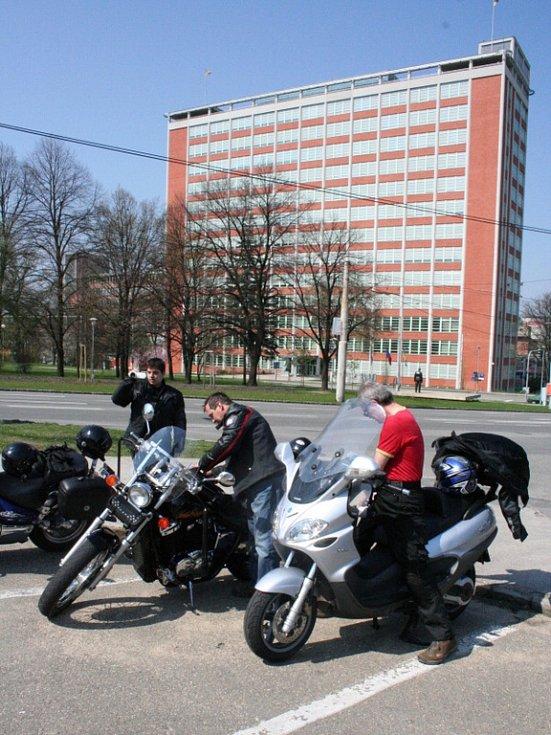 Motorkáři vyrazili ze Zlína na hrad Helfštýn.