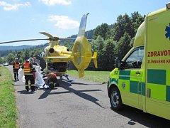 Pro motorkáře v bezvědomí letěl do Karlovic vrtulník.