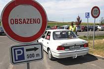 Parkoviště u ZOO Lešná.
